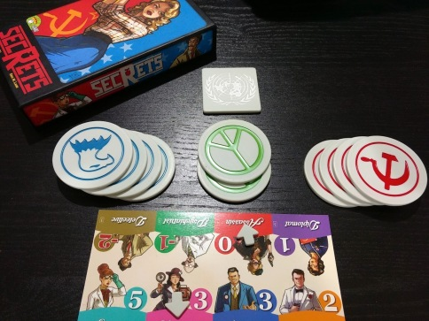 r2r-board-game-review-secrets-components