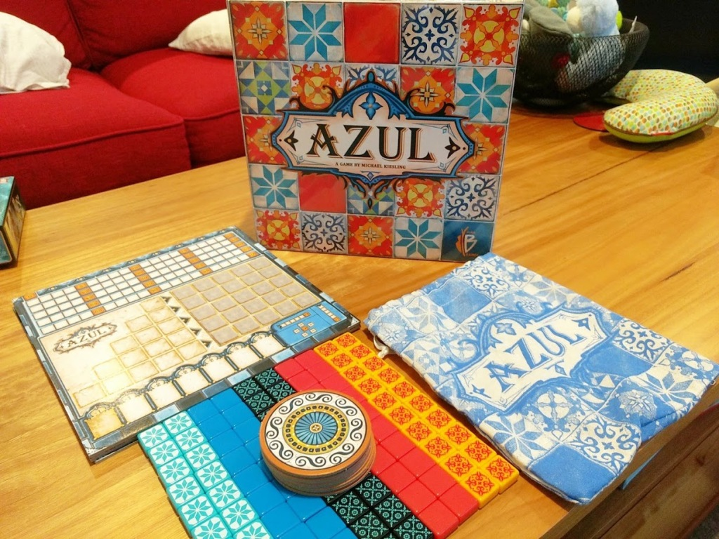 Everything you get in Azul, 100 thick plastic tiles in 5 patterns, a cloth bag, 6 cardboard coasters, and 4 playerboards