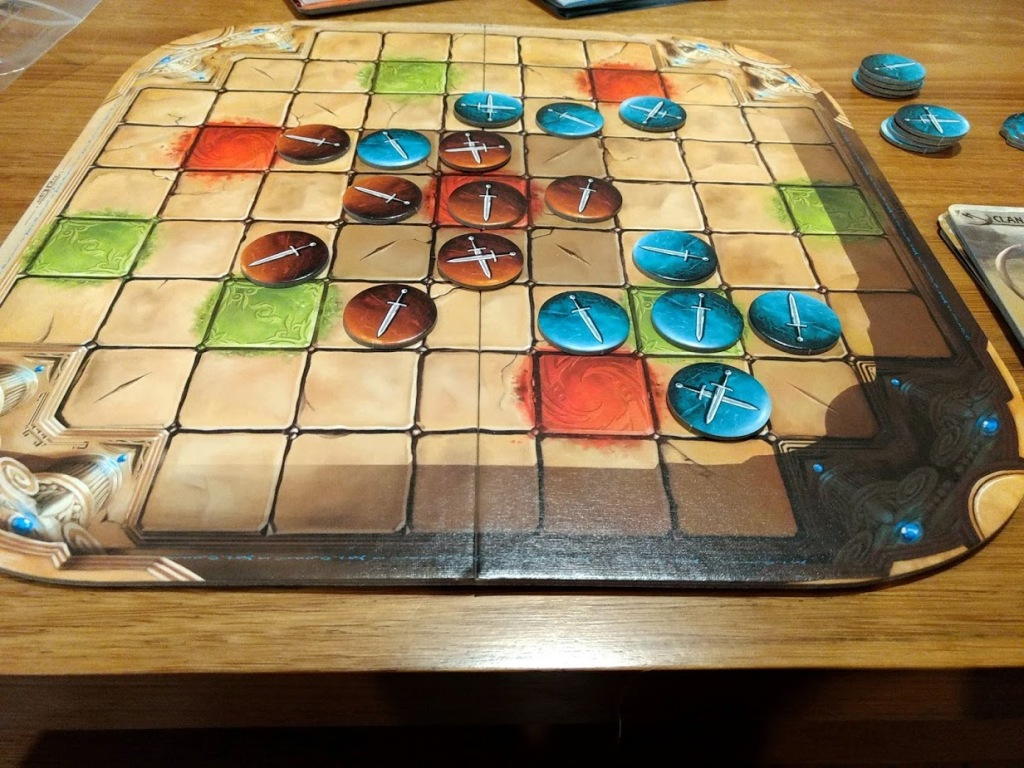 Two player game of Tash-Kalar, Red has the center on lock, while Blue is mounting a counter attack.