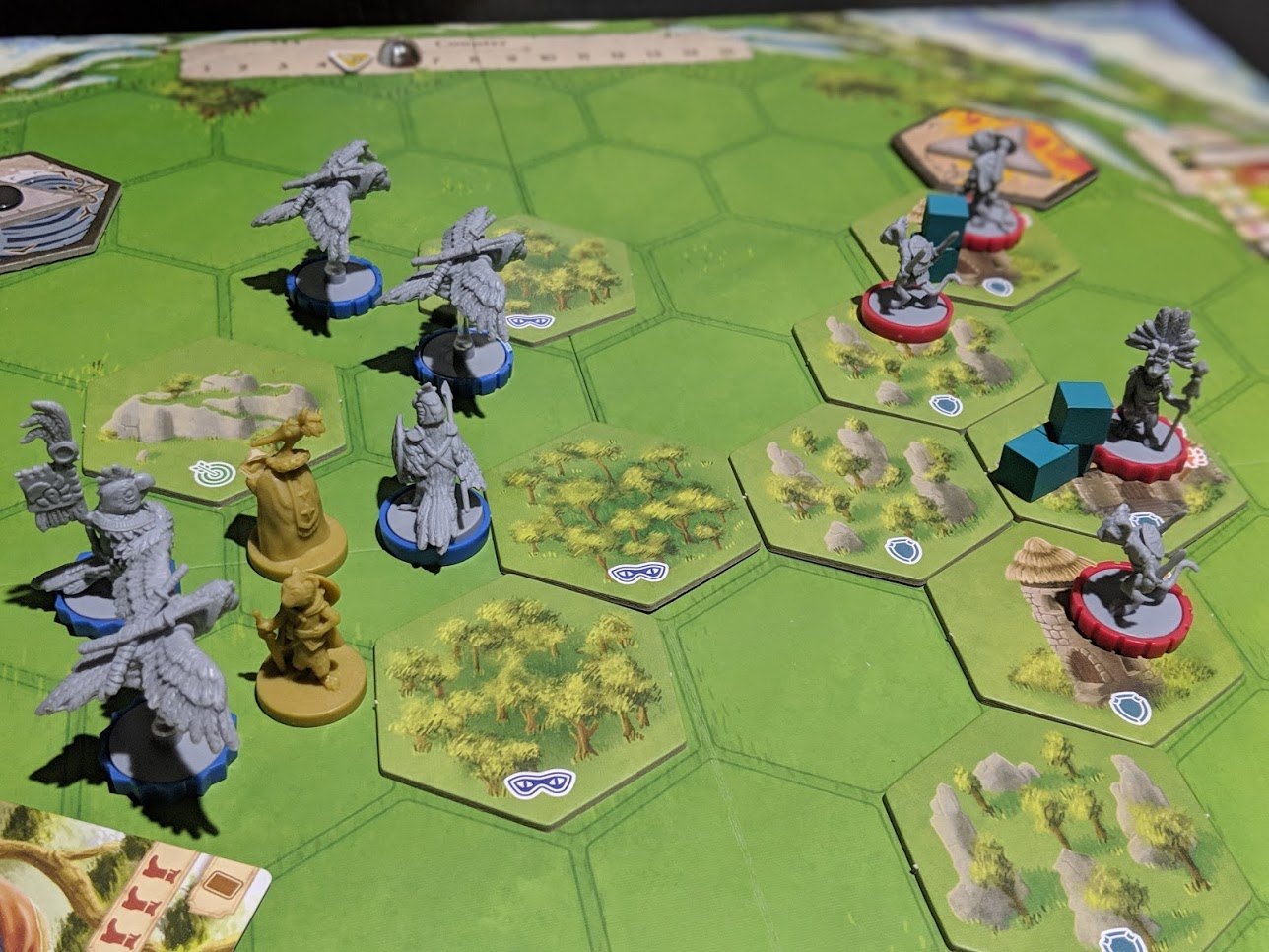 Mid game of Dawn of the Peacemakers, Ocelots are on the defence to the right, the Macaws have a much larger force.